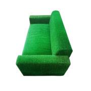 зеленый газон диван